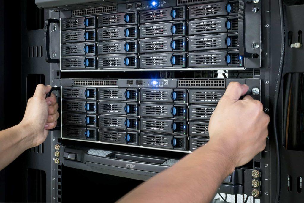 Server Storage 1024x683 - هاست دانلود